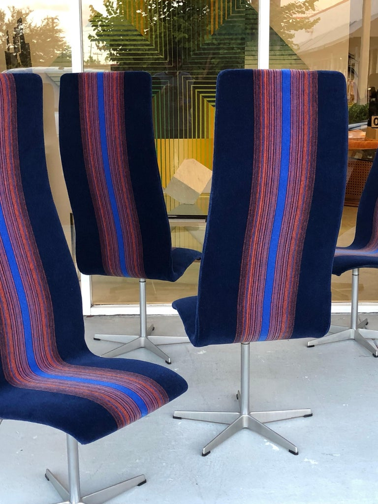 Mid-Century Modern Arne Jacobsen for Fritz Hansen Oxford Dining Chairs in Mohair For Sale