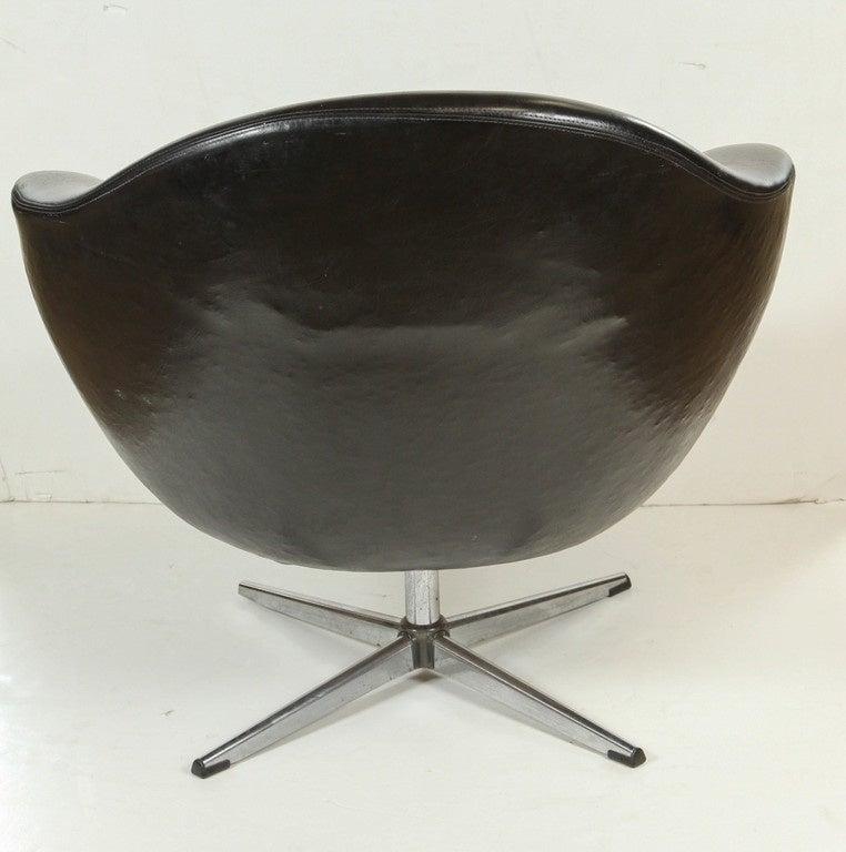 1960s Swivel Egg Chair In Black Vinyl For Sale At 1stdibs