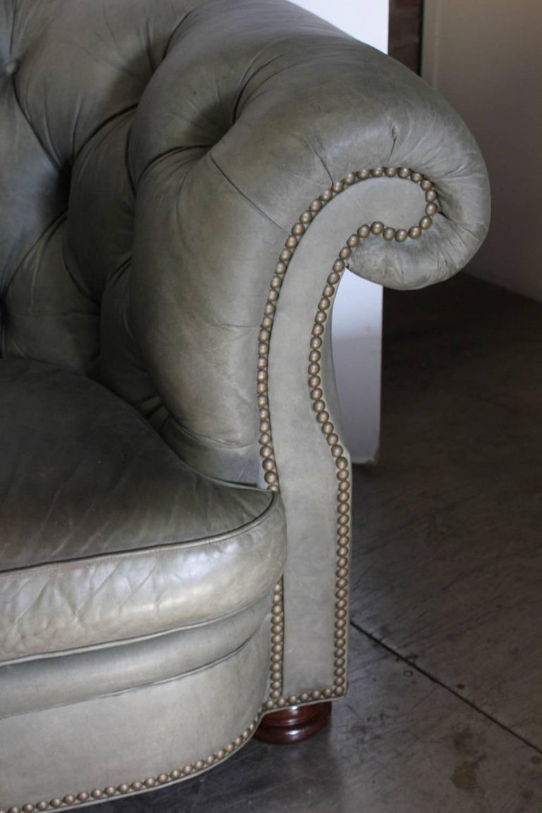 Chesterfield Tufted Leather Sofa By Han Moore In Good Condition For Chicago