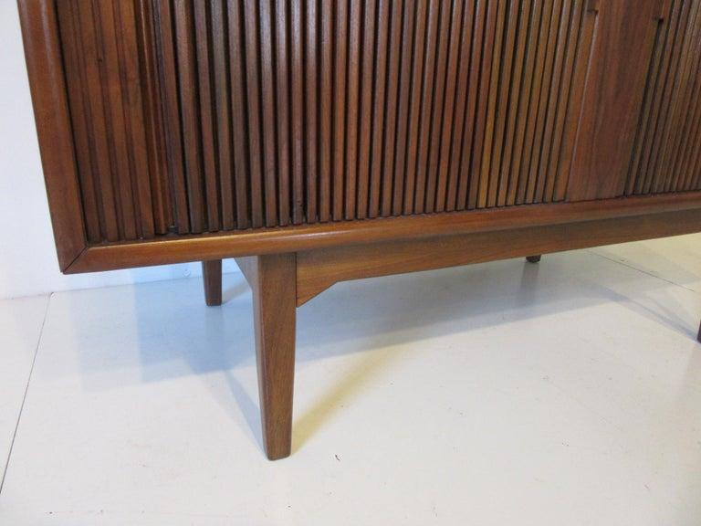 Walnut Tambour Door Media or Stereo Cabinet In Excellent Condition For Sale In Cincinnati, OH