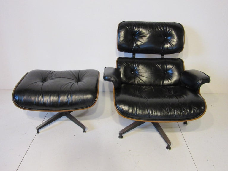Mid-Century Modern Eames 670 Lounge Chair with Ottoman by Herman Miller For Sale