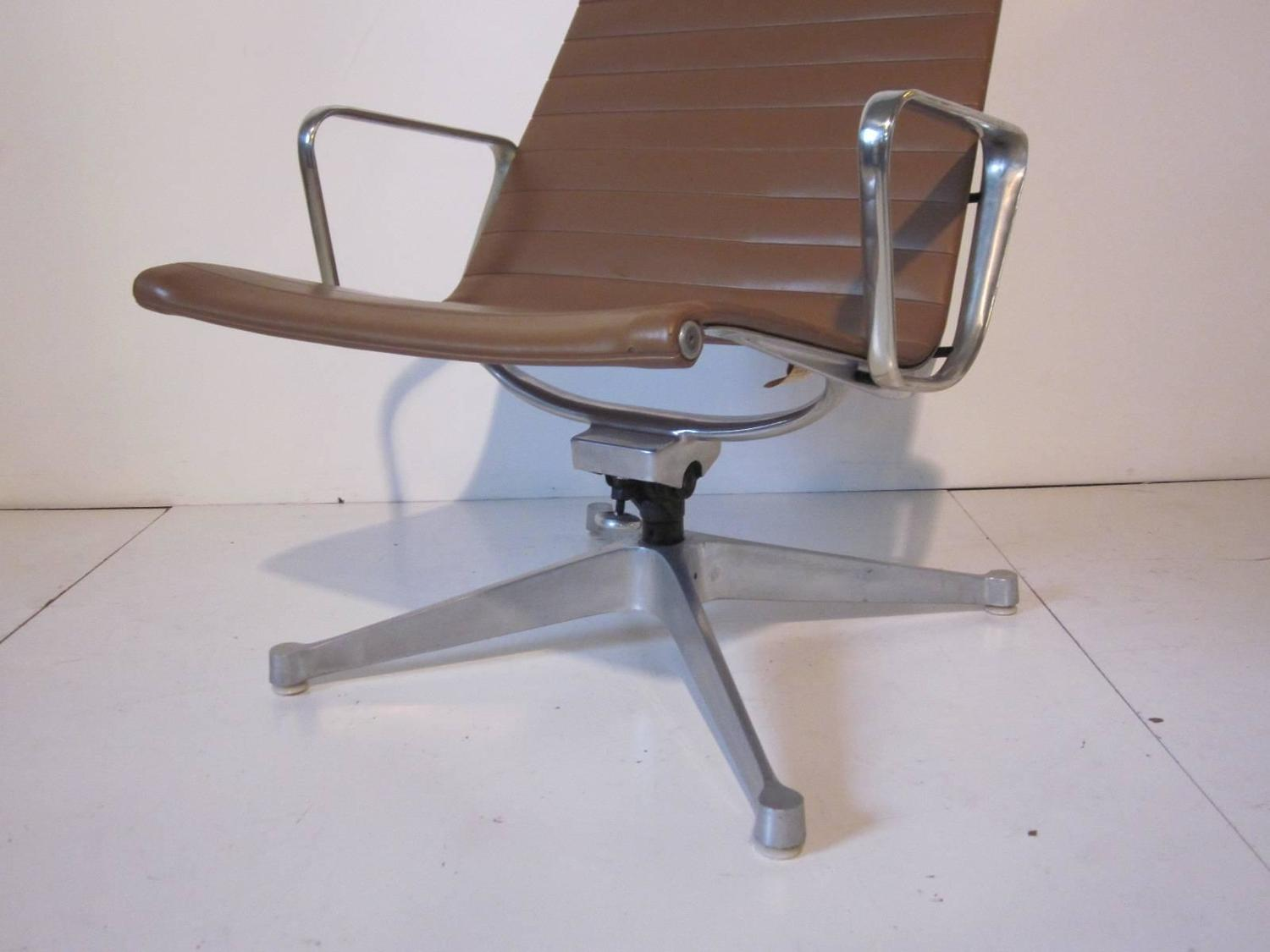 Eames Aluminum Group Lounge Chair for Herman Miller at 1stdibs