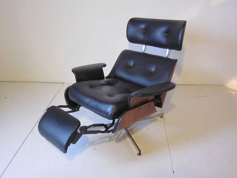 George Mulhauser Ply Craft Lounge Chair With Bulit In