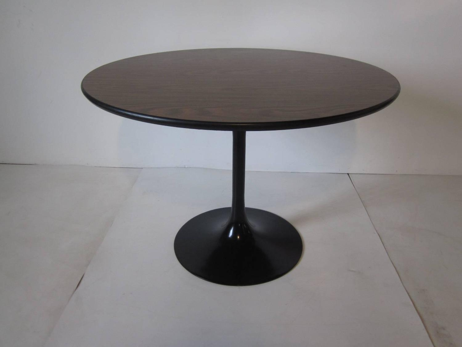saarinen and knoll styled tulip dining table for sale at 1stdibs