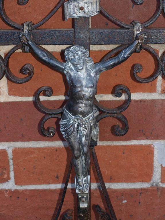 French 19th Century Garden Crucifix In Excellent Condition For Sale In Atlanta, GA