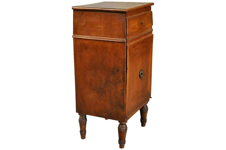 Italian Early 19th Century Side Cabinet or Nightstand In Good Condition For Sale In Atlanta, GA