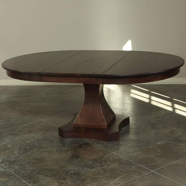 Round pedestal dining table with leaf for Round pedestal table with leaf