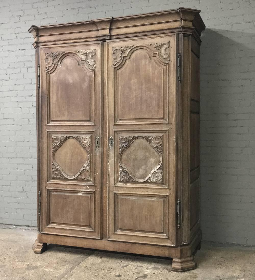 18th century french louis xiv armoire at 1stdibs. Black Bedroom Furniture Sets. Home Design Ideas