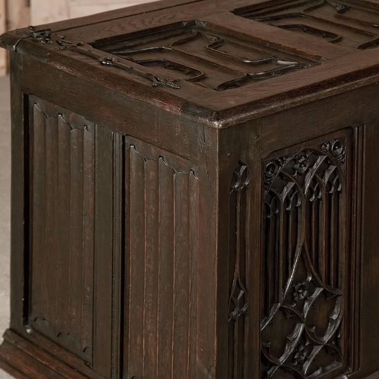 19th Century French Gothic Revival Hand Carved Oak Trunk For Sale 2