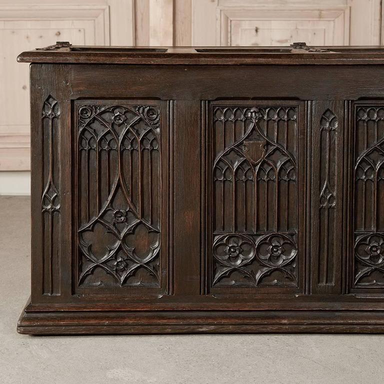 19th Century French Gothic Revival Hand Carved Oak Trunk For Sale 1
