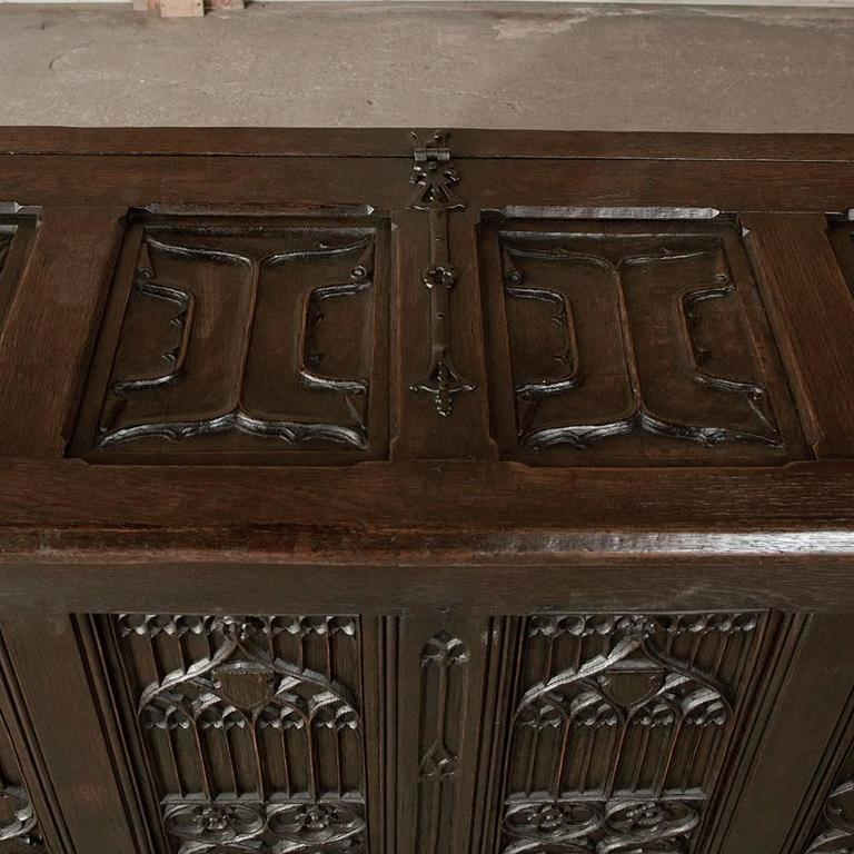 19th Century French Gothic Revival Hand Carved Oak Trunk For Sale 4