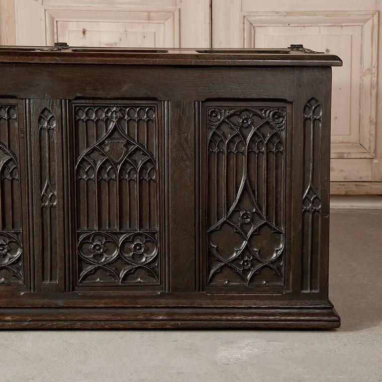 19th Century French Gothic Revival Hand Carved Oak Trunk For Sale 3