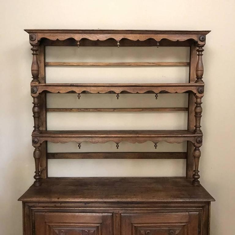 19th Century Italian Rustic Country Oak Vaisselier For