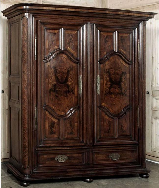 18th Century Antique French Marquetry Armoire from Lorraine, circa 1730 For  Sale 4 - 18th Century Antique French Marquetry Armoire From Lorraine, Circa