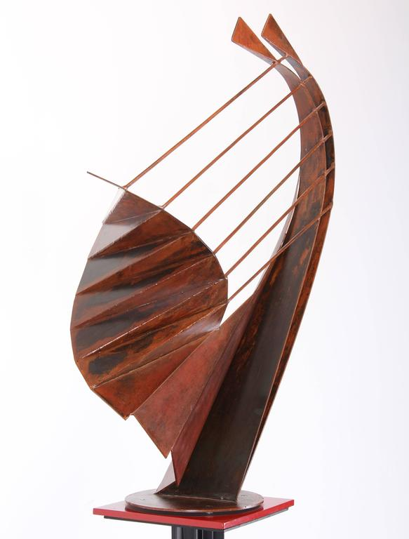 Signed Sculpture on Pedestal by Robert Roesch, 1986-Barbara Hepworth Style In Excellent Condition In Hamburg, PA