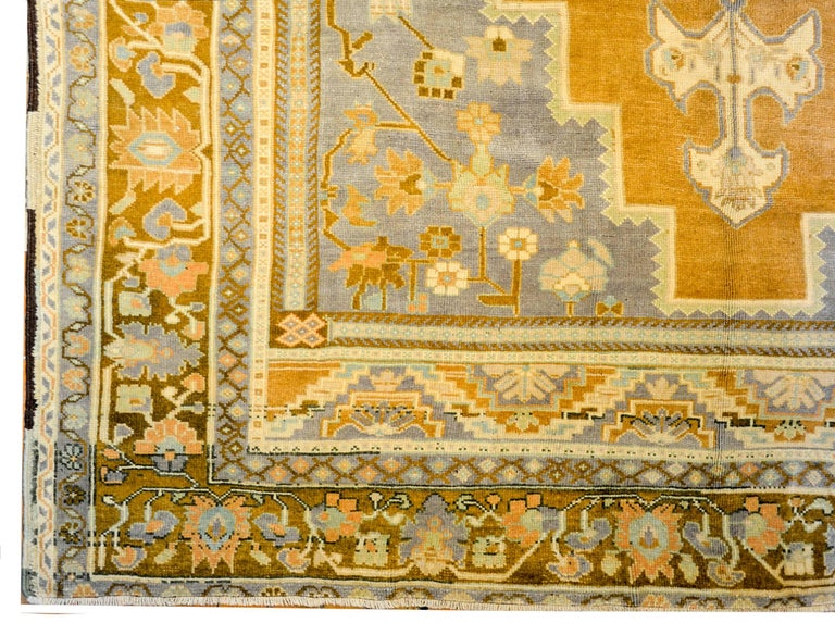 Wonderful Vintage Turkish Oushak Rug In Good Condition For Sale In Chicago, IL