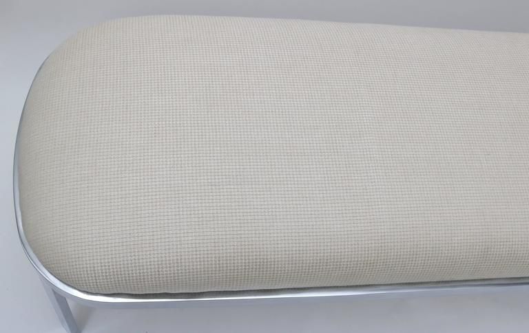 D.I.A. Race-Track Form Bench in Polished Chrome and Cream Upholstery Fabric In Excellent Condition For Sale In West Palm Beach, FL
