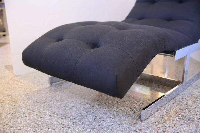 Chaise in Polished Chrome and Black Upholstery In Good Condition For Sale In West Palm Beach, FL