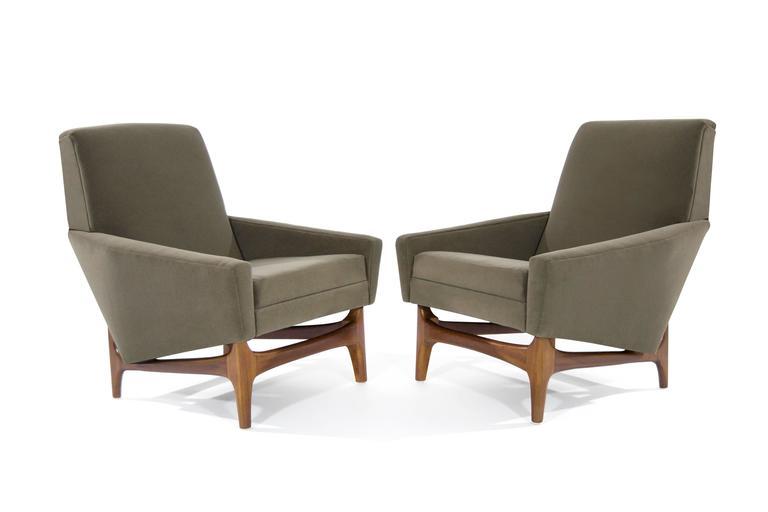 Mid-Century Modern Scandinavian Modern Lounge Chairs on Sculptural Teak Bases For Sale