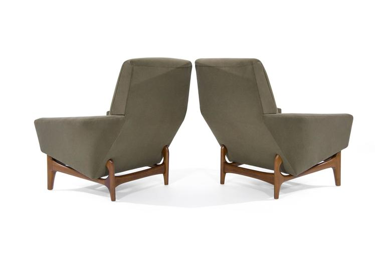 Scandinavian Modern Lounge Chairs on Sculptural Teak Bases In Excellent Condition For Sale In Stamford, CT