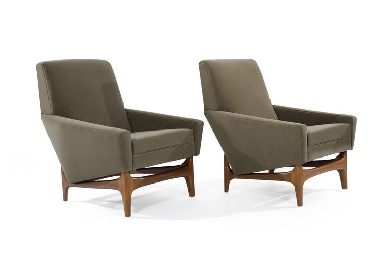 Danish Scandinavian Modern Lounge Chairs on Sculptural Teak Bases For Sale