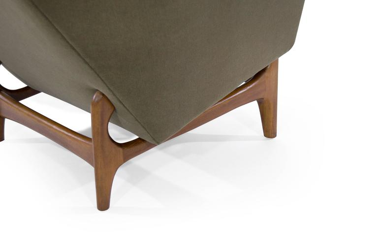 Scandinavian Modern Lounge Chairs on Sculptural Teak Bases For Sale 2