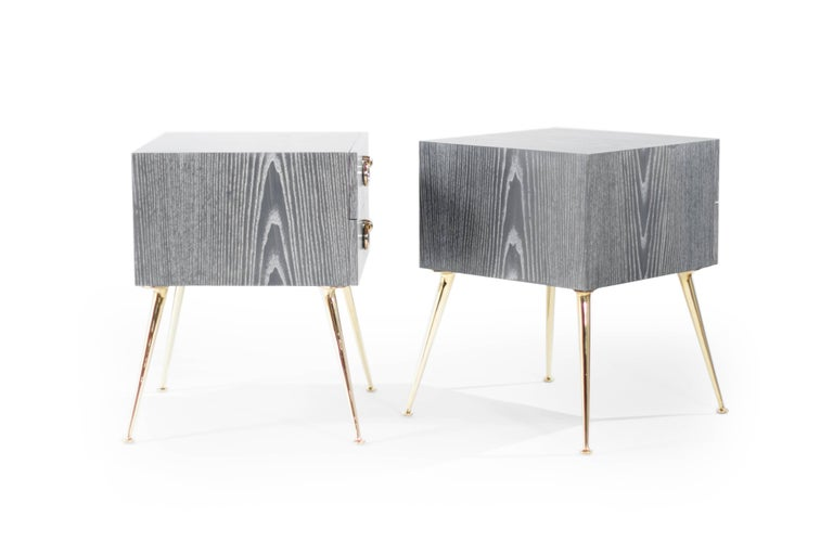 Gibby Collection End Tables in Grey Ceruse In Excellent Condition For Sale In Stamford, CT