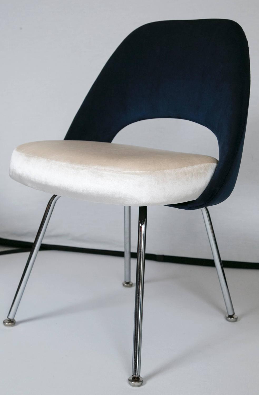 Saarinen Executive Armless Chairs In Ivory Navy Velvet