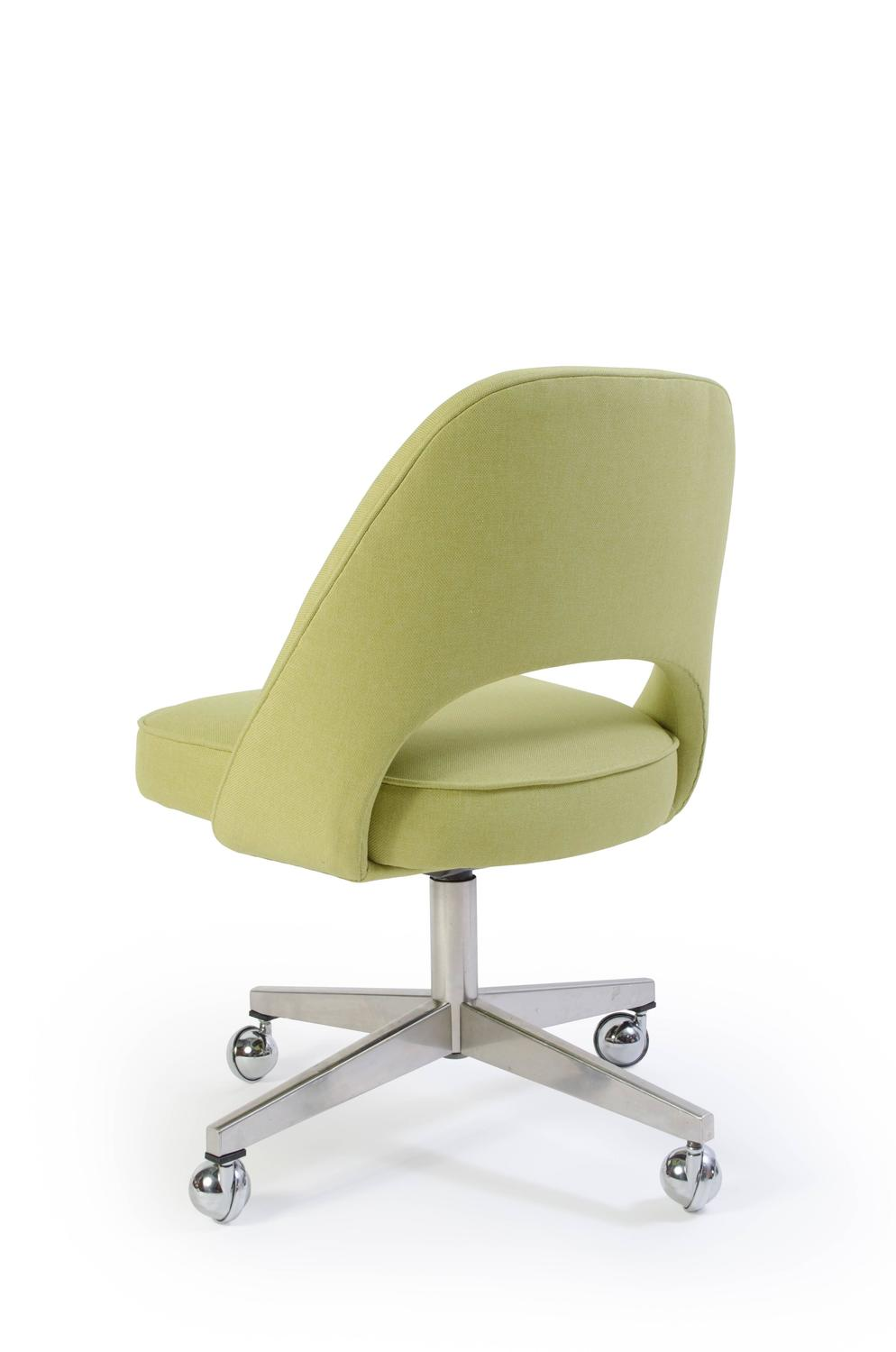 Saarinen executive armless chair with swivel base in green for Saarinen executive armless chair