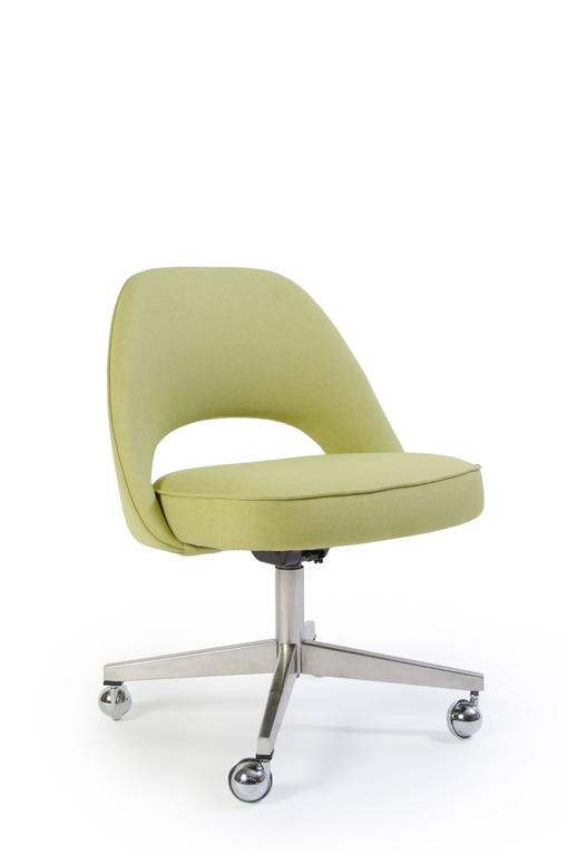 Saarinen for knoll executive armless chairs in green for Saarinen executive armless chair