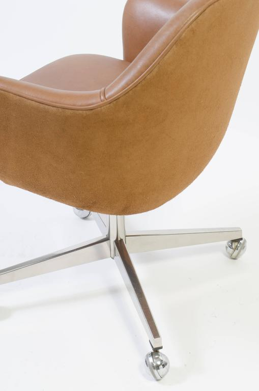 saarinen executive arm chair in saddle leather and suede