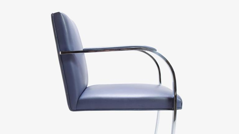 Mies Van Der Rohe for Knoll Brno Flat-Bar Chairs in Navy Leather, Pair In Excellent Condition For Sale In Bridgeport, CT