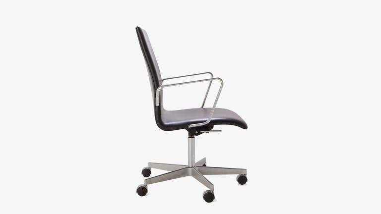 Oxford Classic Low Back Chair in Leather by Arne Jacobsen for