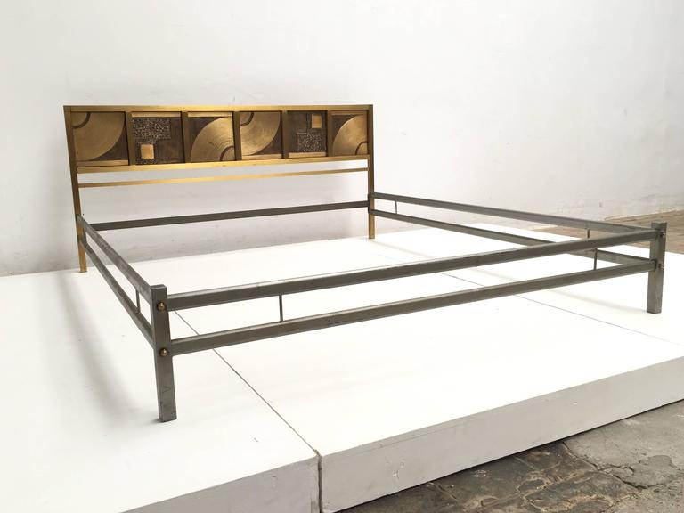 Mid-Century Modern Frigerio Bed with Sculptural Relief Headboard in Cast Bronze and Brass For Sale