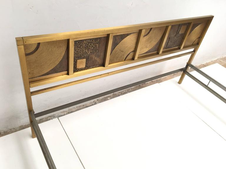 Frigerio Bed with Sculptural Relief Headboard in Cast Bronze and Brass In Good Condition For Sale In bergen op zoom, NL