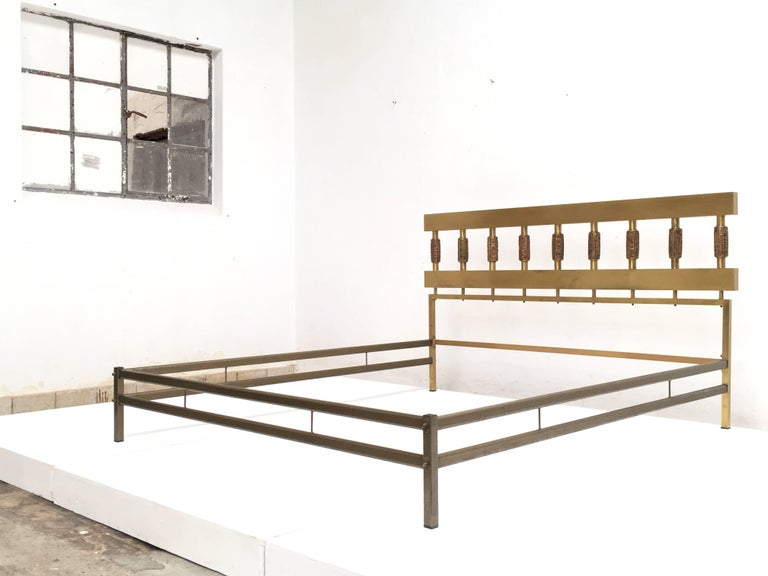 Beautiful Sculptural Form Bed with Nightstands by Luciano Frigerio, Italy, 1970 3