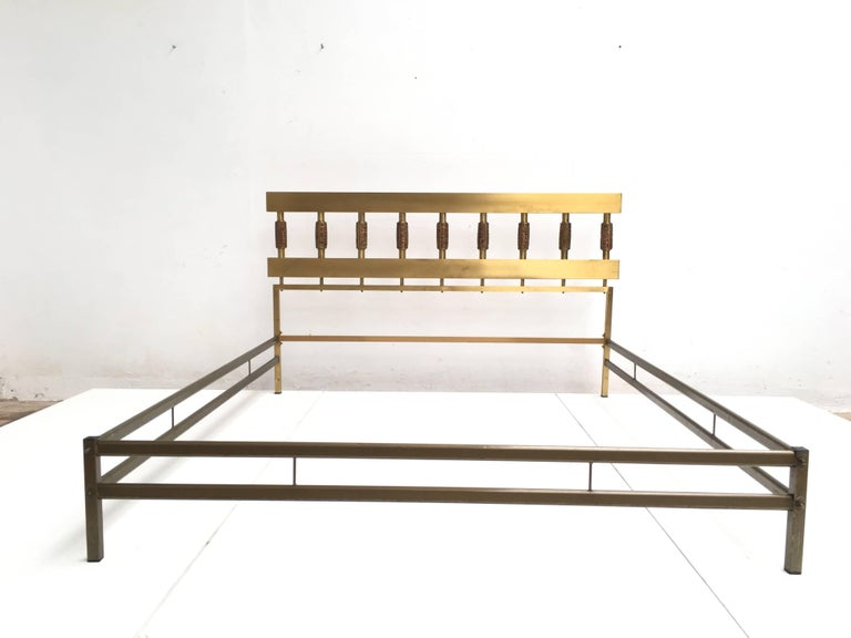 Beautiful Sculptural Form Bed with Nightstands by Luciano Frigerio, Italy, 1970 6