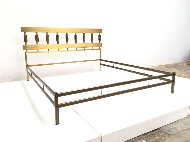 Beautiful Sculptural Form Bed with Nightstands by Luciano Frigerio, Italy, 1970 8