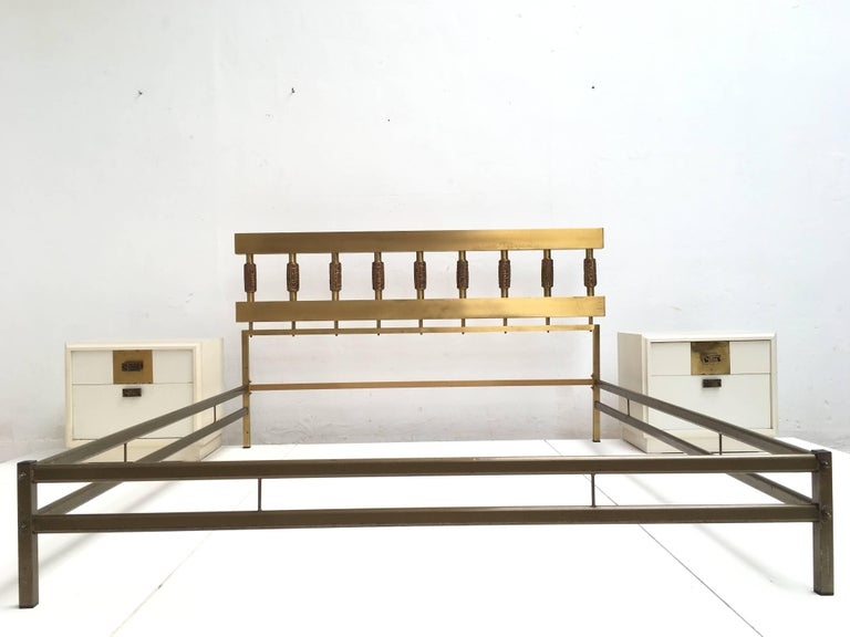 Beautiful Sculptural Form Bed with Nightstands by Luciano Frigerio, Italy, 1970 4
