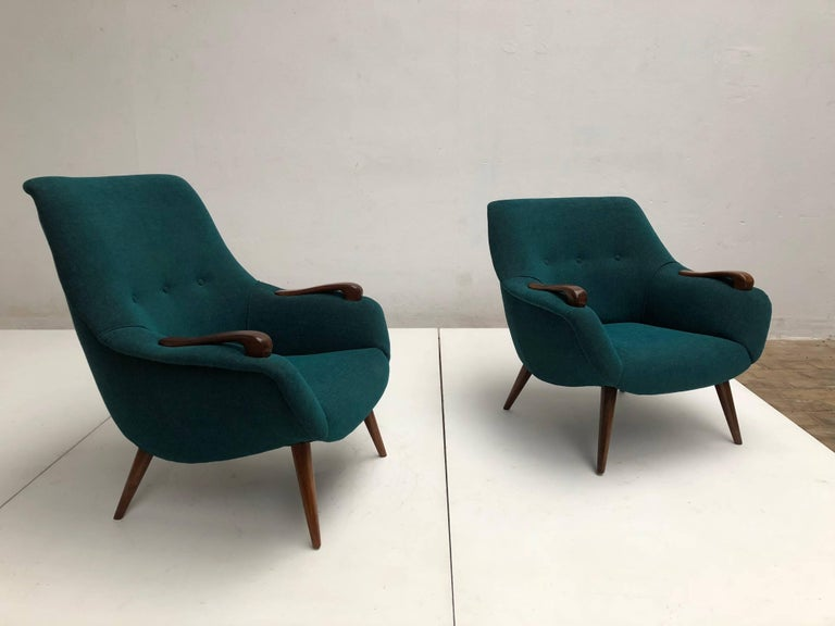 Scandinavian Lady and Senior Easy Chairs with New De Ploeg Steppe Upholstery  In Good Condition For Sale In bergen op zoom, NL