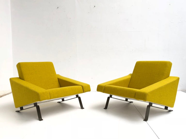 Enameled Rare Triangel Sofa and two Lounge Chairs by Gelderland, circa 1958 De Ploeg Wool For Sale