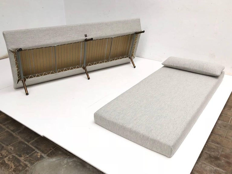 Enameled Superb 'Triennale' Brass Leg Daybed by Zanuso for Arflex, 1951, Original Labels For Sale