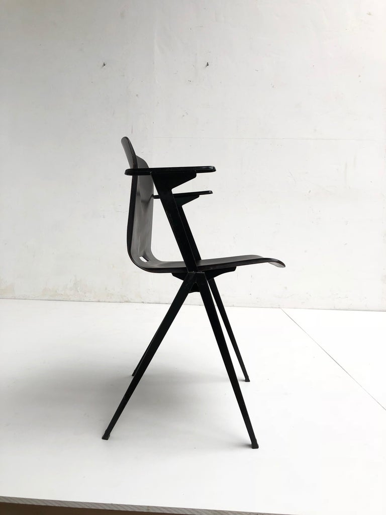 S22 Pyramid Stackable Armchair by Galvanitas The Netherlands, 1960s In Good Condition For Sale In bergen op zoom, NL