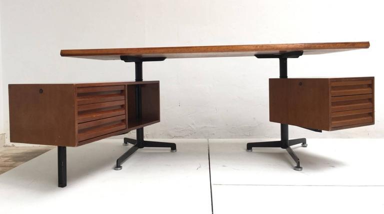 Enameled Beautiful T95 'Direzionale' Desk with Swivel Drawer Units, Osvaldo Borsani, 1956 For Sale