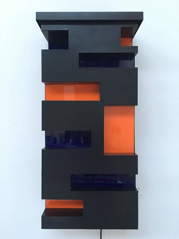 Enameled Steel and Plexiglas 'De Stijl' Style Light Sculpture, Italy, 1970 For Sale 1