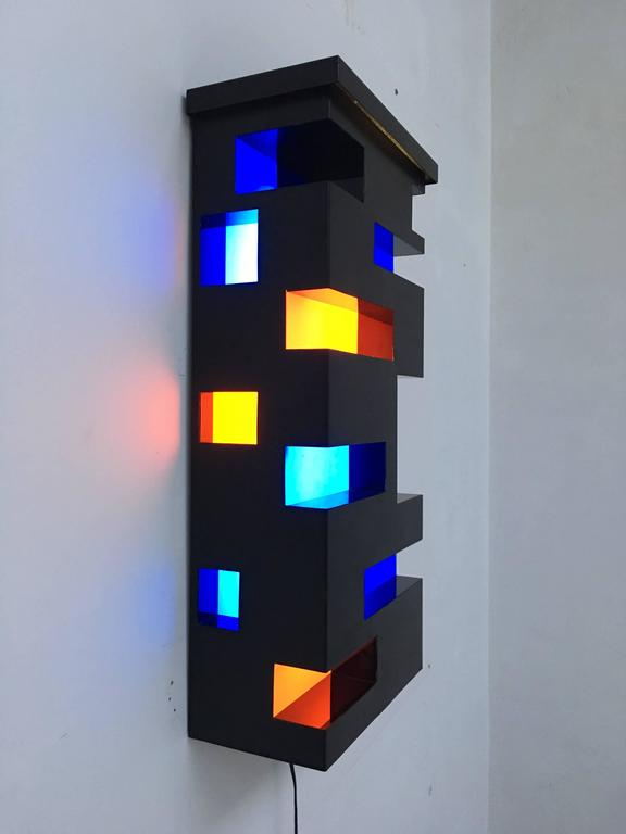 Enameled Steel and Plexiglas 'De Stijl' Style Light Sculpture, Italy, 1970 In Good Condition For Sale In bergen op zoom, NL