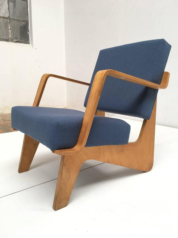Beautiful molded plywood armchair, Model FB03 from the Combex series, designed in 1952 by Cees Braakman for UMS Pastoe.   After his return from the US in 1949, Cees Braakman and UMS Pastoe decided to start creating modern, affordable and low-cost