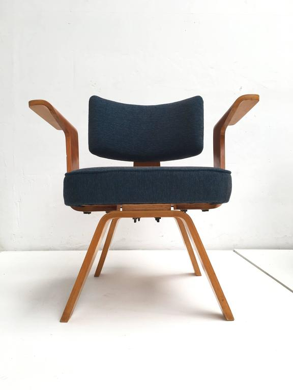 Pair of Plywood Cor Alons HF506 Easy Chairs for Den Boer Gouda the Netherlands In Good Condition For Sale In bergen op zoom, NL