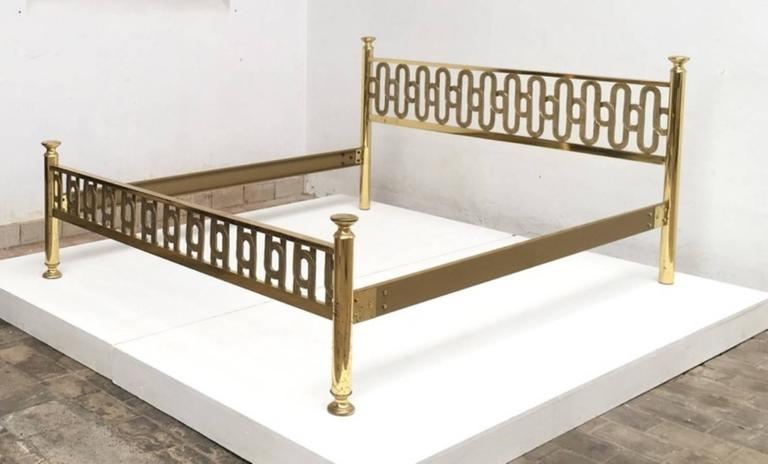 Hollywood Regency Stunning Brass Sculptural Form Double Bed by Luciano Frigerio, 1970, Italy For Sale