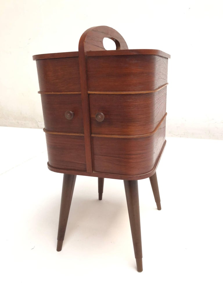 Adorable Danish Teak Plywood Sewing Box Distributed by Pastoe in the 1950s In Good Condition For Sale In bergen op zoom, NL